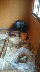特殊清掃現場作業者6